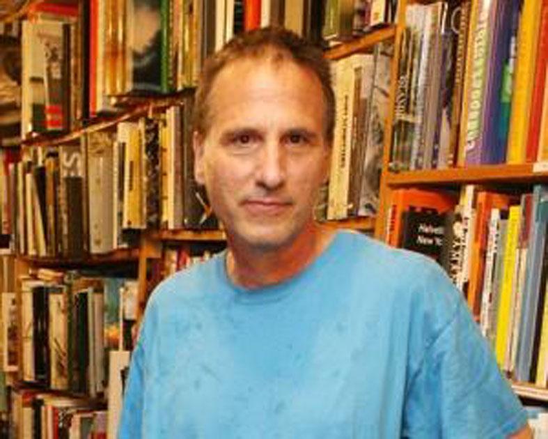 Дональд Дэвис в своем магазине