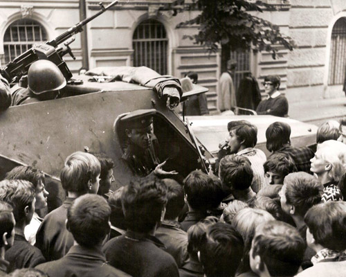 Ему приходилось выслушивать много упреков от местных жителей, с которыми он был в душе совершенно согласен. И у него осталось чувство горькой вины и осознание того, что, отнимая свободу у народов Чехословакии, мы закрепляем при этом и собственную несвободу.
