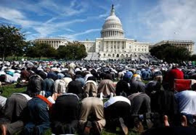 Muslims praying in Washington