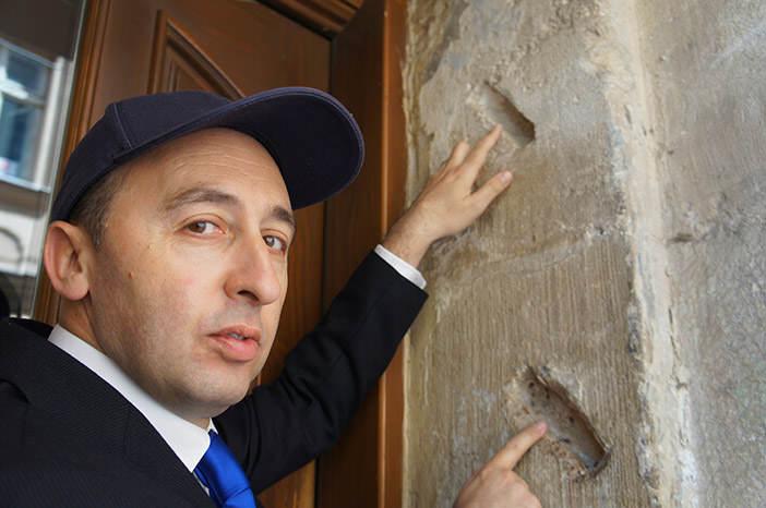 Пустые места для мезузы — свитка пергамента с цитатами из Торы — в бывшем еврейском доме на ул. Староеврейской во Львове