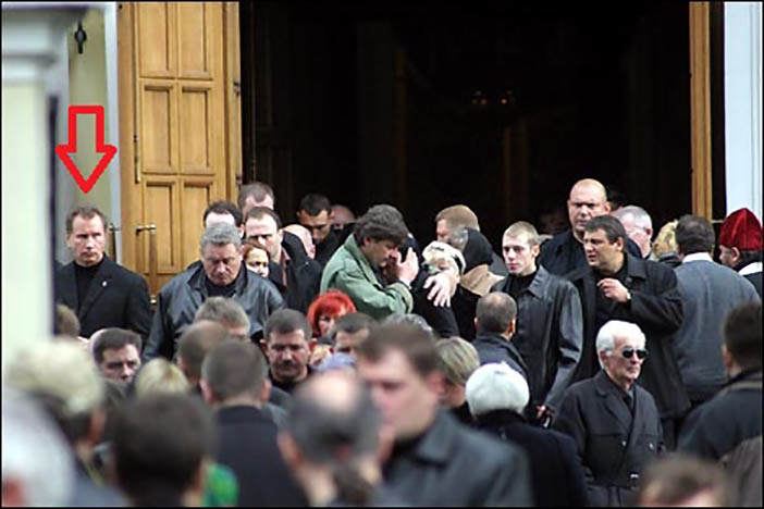 Начальник охраны Путина Золотов на похоронах Романа Цепова