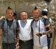Давид и Игаль  из Торонто у стены  Плача,   в центре Лев Кацин. Июнь, 2015 г.