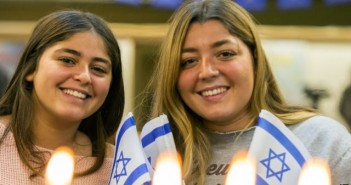 Сестры Александра и Карла Шнейдер репатриировались в Израиль из Франции