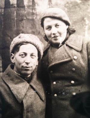 Циля Ботвинник с братом Захаром, вернувшимся с фронта