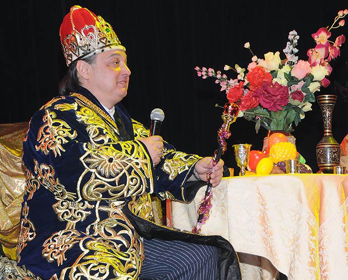 Михаил Брацлавский в роли Ахашвероша