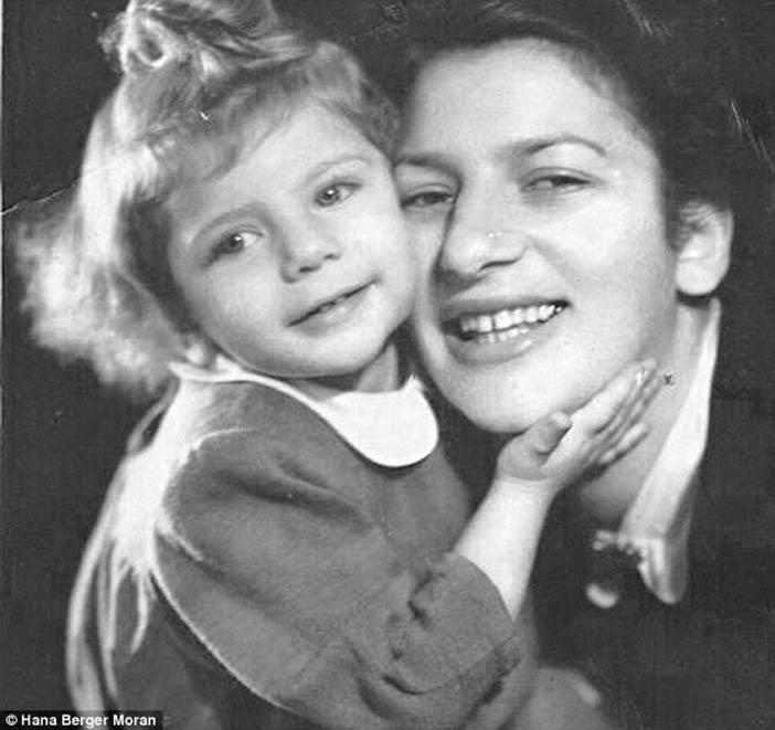 Приска Лёвенбайнова с дочкой Ханой, 1949 год