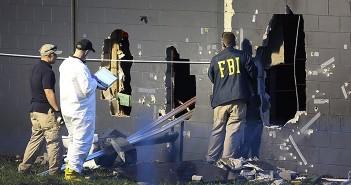 ФБР на месте теракта в гей-клубе «Пульс» в Орландо