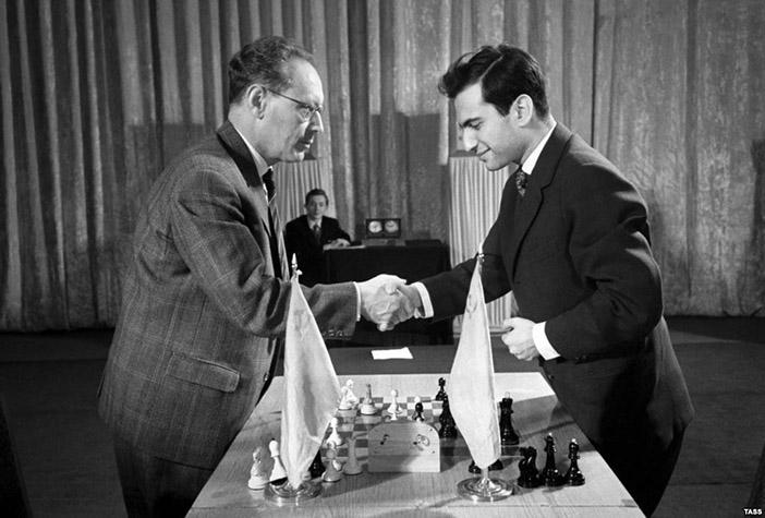 Два шахматных гения и два чемпиона мира —  Михаил Ботвинник и Михаил Таль