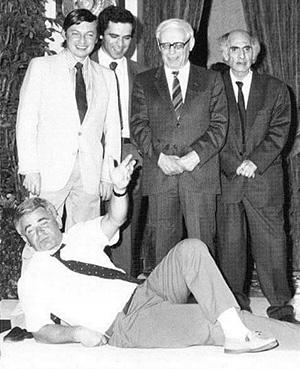 Борис Спасский (лежит), Анатолий Карпов, Гарри Каспаров, Михаил Ботвинник и Михаил Таль