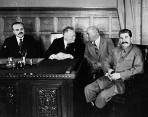 Вячеслав Молотов, Максим Литвинов, СергейАлександровский и Иосиф Сталин