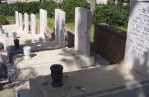 Могилы погибших заложников на кладбище в Цфате