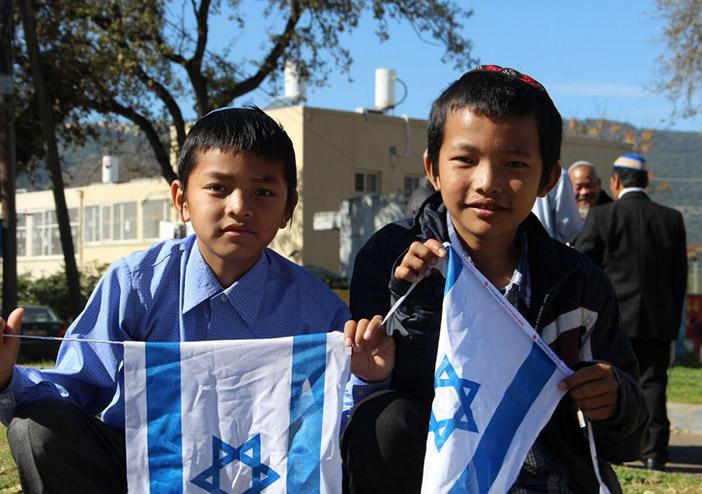 Дети из общины индийских евреев Бней-Менаше, вернувшихся в Израиль спустя столетия проживания в Индокитае