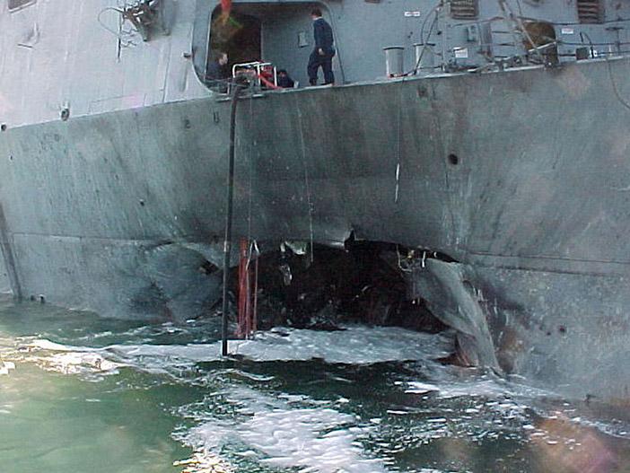 Эсминец «Коул», подорванный на стоянке  в аденском порту Йемена