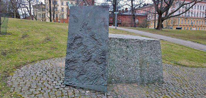 Памятник депортированным евреям  на холме Тяхтиторнинмяки