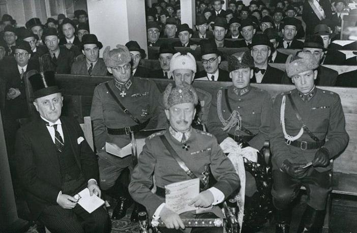 Маршал Маннергейм в синагоге Хельсинки на церемонии памяти финских солдат-евреев, декабрь 1944