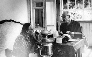 Надежда Мандельштам и Николай Оттен в Тарусе