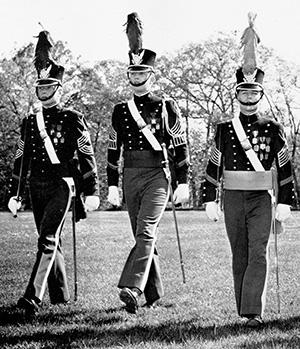 Дональд Трамп (в центре) — кадет Нью-Йоркской военной академии