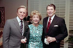 Кирк Дуглас с женой на встрече с президентом США Рональдом Рейганом, 1987 год