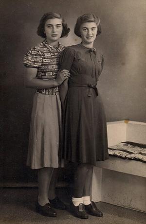 Карри Ульрайх с сестрой Рахель,  1939 год