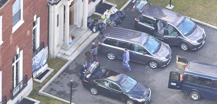Российские дипломаты покидают усадьбу Элмкрофт-Эстейт на Лонг-Айленде