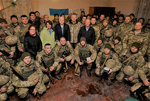 Президент Украины, сенаторы и посол США в прифронтовой полосе Донецкой области