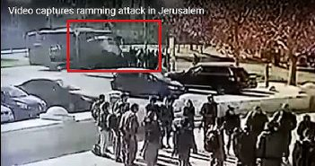 """Момент """"автомобильного"""" теракта 8.01.2017 г. Грузовик (в квадрате) врезался в группу отдыхающих курсантов."""