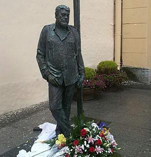 Памятник Сергею Довлатову в Санкт-Петербурге