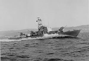 Ракетный катер вышел из базы в открытое море