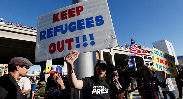 Редкое фото в СМИ: демонстрация в поддержку указа Трампа
