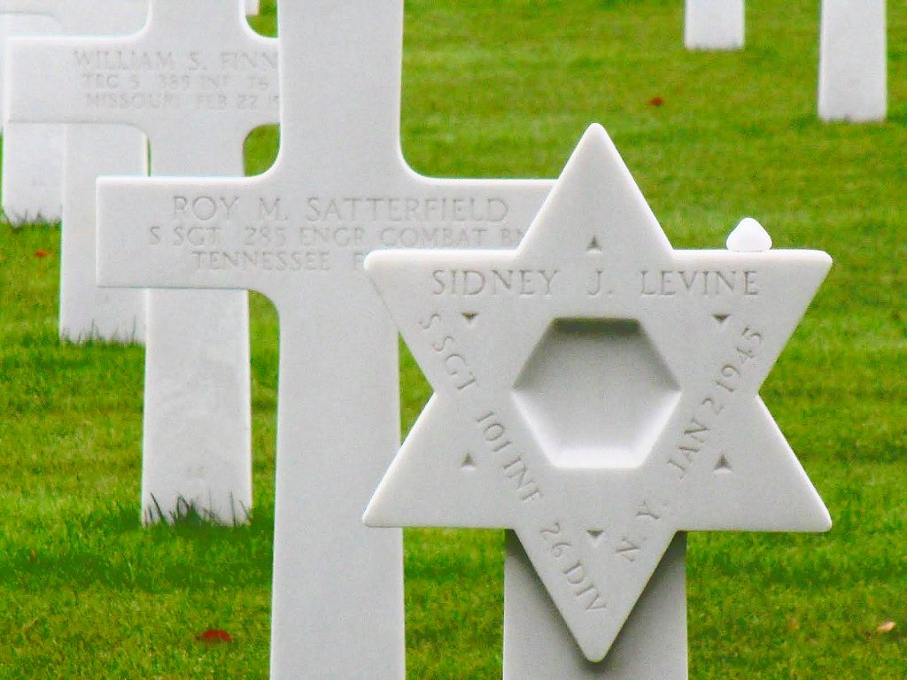 """Звезда Давида"" на могиле американского солдата-еврея."