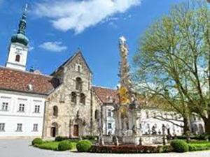 Аббатство Хайлигенкройц (Stift Heiligenkreuz).
