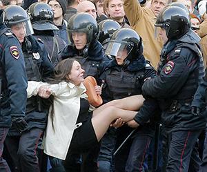 Москва. «Семеро смелых» молодчиков всиловой операции ОМОНа