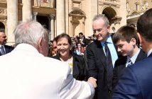 Папа Римский и Билл О'Райли на площади Св. Петра в Ватикане 19 апреля 2017 года