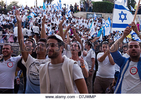 jerusalem-israel-8th-may-2013-thousands-of-zionists-celebrate-jerusalem-d7jwmp