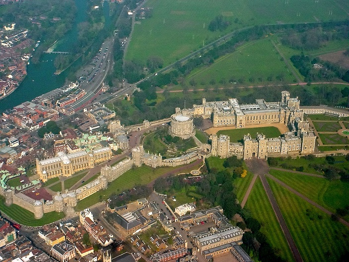 1280px-windsor_castle_from_the_air