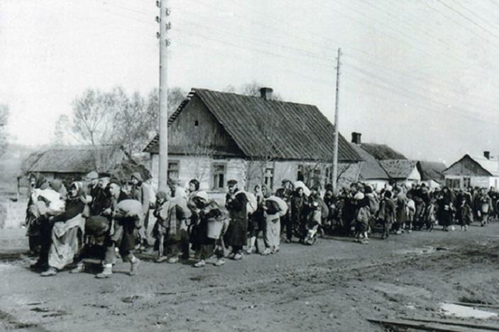 Марш евреев из гетто Тысменицы в Станислав, осень 1942