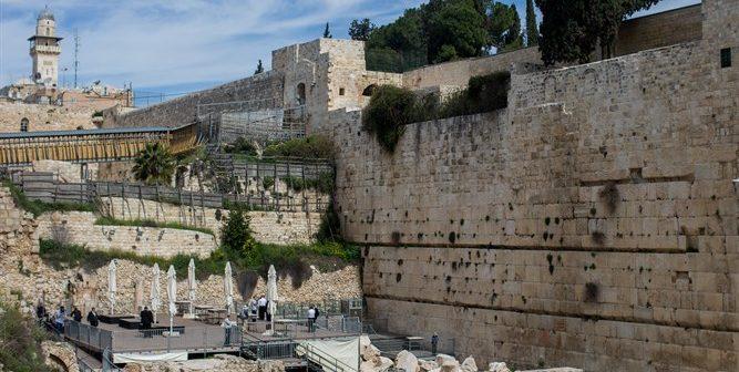 Площадка «Эзрат Исраэль» возле Котеля, южнее основной