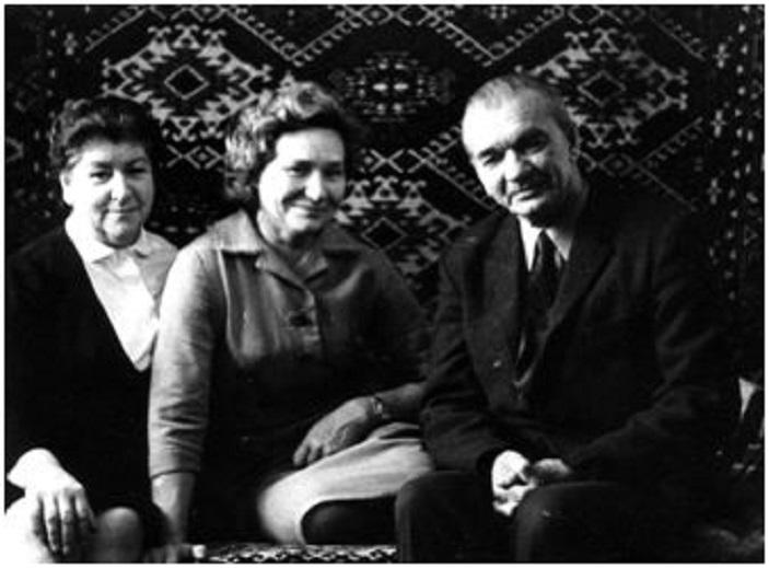 Слева направо: Анна Яковлевна Минова, Татьяна Алексеевна Григорович (моя мать), Леонид Григорьевич Минов. На обороте написано: 1.11.1970 г. Москва. Фото из семейного архива