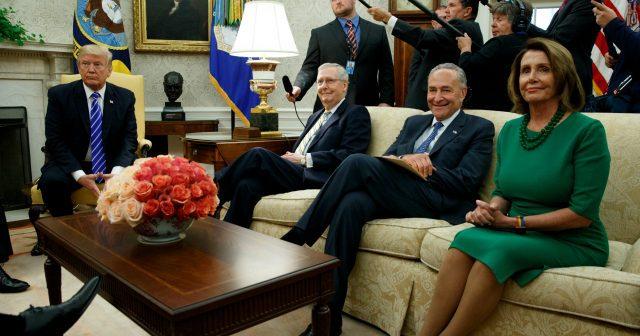 Вашингтон. 6 сентября Встреча с лидерами демократов и респуликанцев (AP Photo/Evan Vucci)