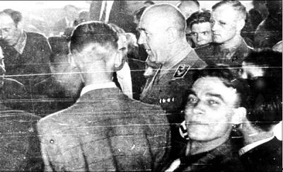 Ганс Хингст, гебитскомиссар Вильно (в центре) и Франц Мурер (справа от него в форме СС), Вильно, 1942 г.