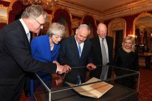 Премьер-министр Биньямин Нетаниягу, Сара Нетаниягу, премьер-министр Великобритании Тереза Мэй, Гарольд Бальфур (слева) и Гарольд Ротшильд