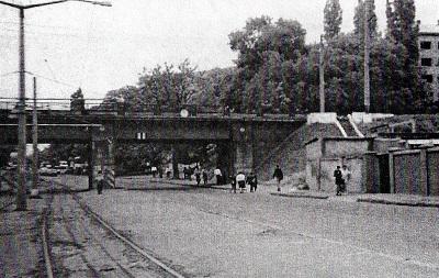Железнодорожный мост через улицу Маловского, служивший «воротами» гетто