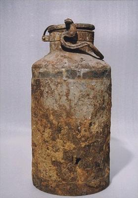 Молочный бидон, в котором хранился тайный архив. Фото: Wikipedia