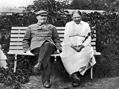 Ленин и Н. К. Крупская в Горках, осень 1922