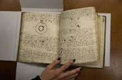 Страница из астрономического манускрипта, написанного и проиллюстрированного Иссахаром Кармоли. 1731 год. Фото Kevin Hagen/ The New York Times