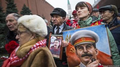 У могилы Сталина сегодня
