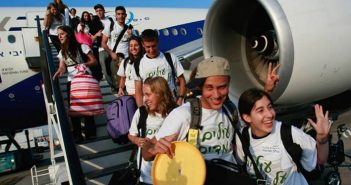 Tzipi Livni Welcomes New Immigrants