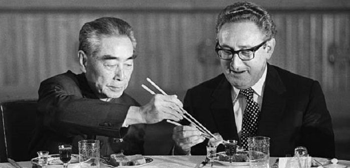 Чжоу Эньлай и Генри Киссинджер