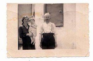 Маруся и ее первые приемные родители Антонина и Василий