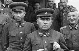 Пленные командующий 12-й армией РККА генерал-майор П.Г. Понеделин (в центре) и командир 13-го стрелкового корпуса 12-й армии генерал-майор Н.К. Кириллов